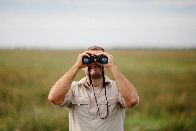 How to Use Binoculars with Glasses